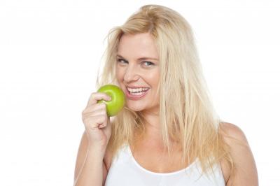 acidité ou rentrée femme mange pomme